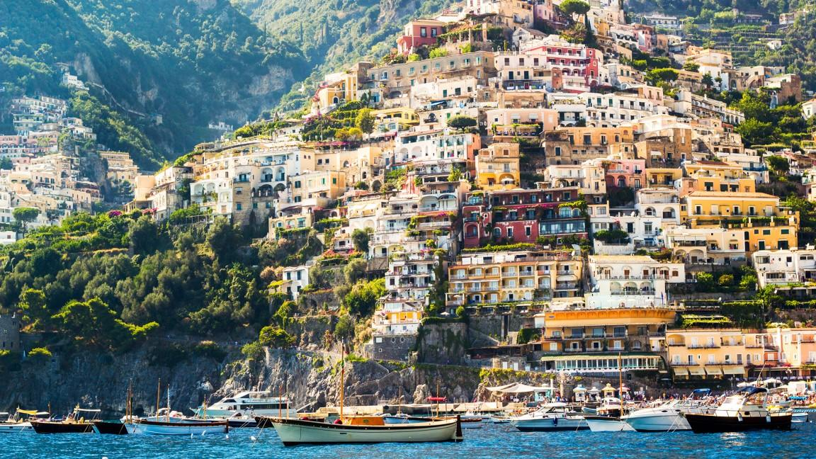 View of the colorful, cliffside homes in Positano, Italy!